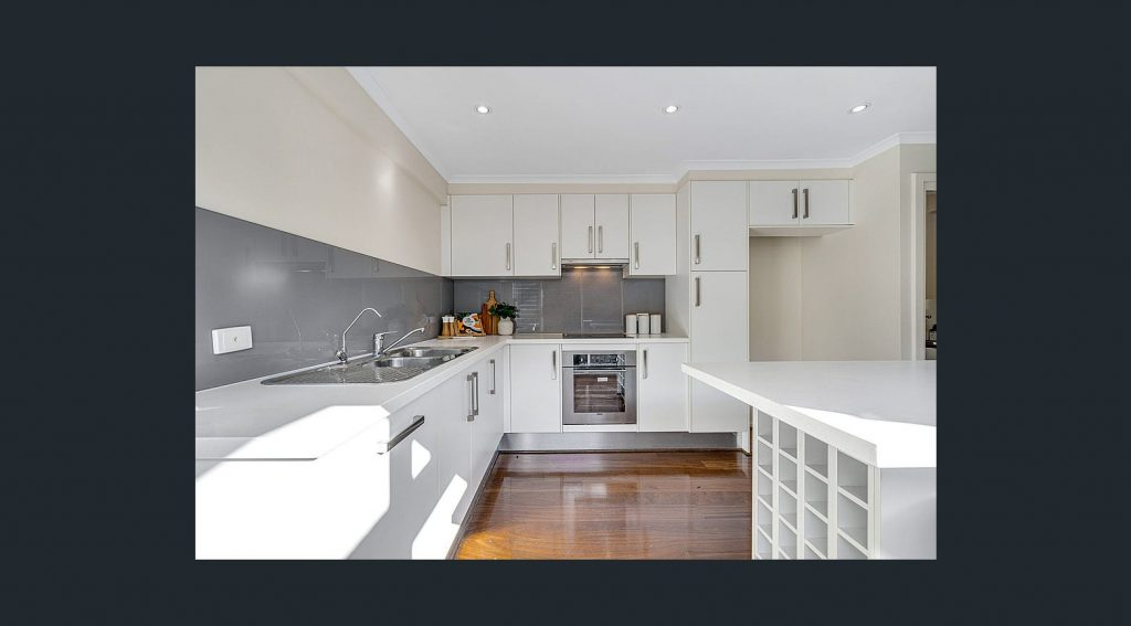 Adelaide Holiday Home kitchen